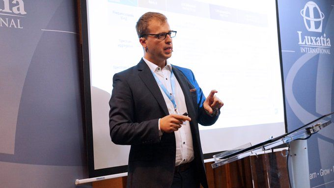 Marcin Dryjanski presenting at World 5G Summit